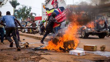 16 morts en Ouganda suite à deux jours de violences après l'arrestation de l'opposant Bobi Wine