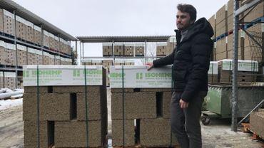 L'entreprise Isohemp de Fernelmont veut multiplier par cinq sa production de blocs de chanvre pour le secteur de la construction (à droite : Olivier Beghin, administrateur délégué)