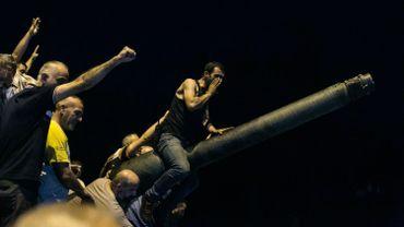 Turquie: des vidéos montrent des lynchages de putschistes