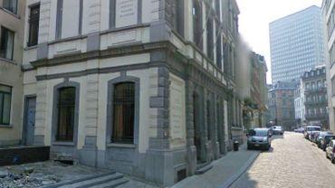 Le professeur en question enseignait au lycée Dachsbeck, à Bruxelles.
