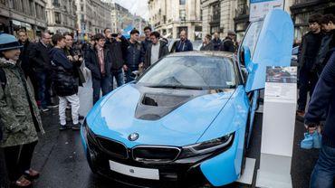 """Une BMW """"plug-in hybrid"""" présentée à Londres en novembre 2017"""
