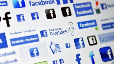"""Facebook a """"suspendu"""" l'entreprise Cambridge Analytica, qui aurait récupéré les données de 50 millions d'utilisateurs et s'en serait servi pour élaborer un logiciel permettant de prédire et d'influencer le vote des électeurs"""