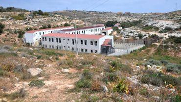 """Fermeture """"temporaire"""" pour travaux du centre d'accueil de migrants de Lampedusa"""