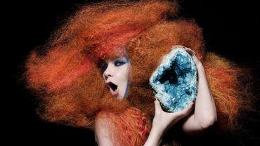 """La chanteuse Björk sort le coffret """"Biophilia Live"""", qui comprend un CD et un DVD de sa performance live"""