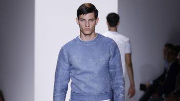 Un look de la collection printemps-été 2016 de Calvin Klein Collection, présentée à New York.