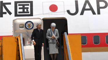 Akihito pourrait renoncer à ses fonctions dès fin 2018 et laisser à son fils aîné Naruhito le trône du Chrysanthème début 2019