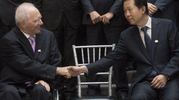 Le ministre des finances allemand Wolfgang Schäuble serre la main à son homologue chinois: il y a eu un large consensus au G20 Finances, assure-t-il.