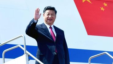 Le président chinois Xi Jinping arrive à Dacca au Bangladesh, le 14 octobre 2014.