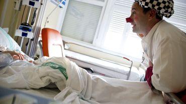 Chaque mardi, à l'hôpital Saint-Luc, des clowns rendent visite aux enfants hospitalisés dans le service de pédiatrie