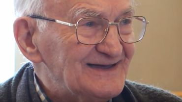 Voilà des années qu'il n'avait plus chanté, mais interpréter à nouveau son tube des années 60 a redonné un grand sourire à Christian, en ces temps compliqués de confinement