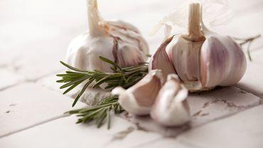 10 remèdes pour neutraliser l'haleine d'ail