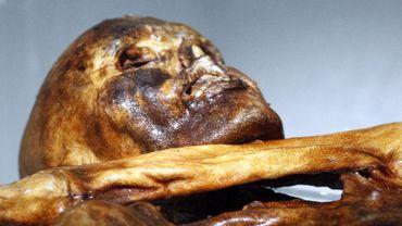 La momie Ötzi a founi des indications sur les vêtements et accessoires utilisés par les hommes il y a 5.300 ans