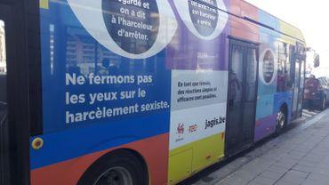 """Le TEC a habillé 200 bus pour la campagne """"J'agis"""" contre le harcèlement"""