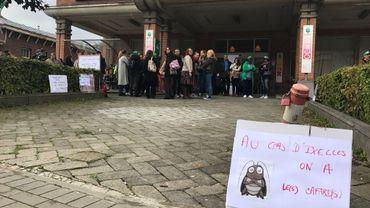 """Grève au CPAS d'Ixelles: """"les puces, c'est la goutte d'eau"""""""