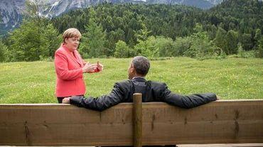 Les hauts dirigeants réunis au sommet du G7 en Bavière posent pour les photographes dans le parc du château d'Elmau, près de Garmisch-Partenkirchen, le 8 juin 2015