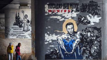 """L'opposant russe Navalny peut avoir un arrêt cardiaque """"d'une minute à l'autre"""", selon ses médecins"""