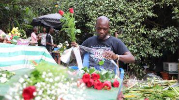 Cadeaux et sorties sont quasiment impératifs en Côte d'Ivoire, dans une conception traditionnelle où l'homme s'occupe financièrement de la femme