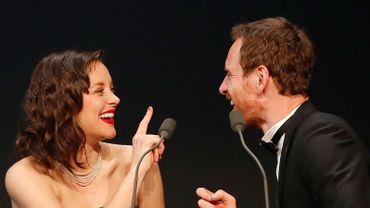 Marion Cotillard et Michael Fassbender pendant le gala de l'amfAR, le 21 mai 2015