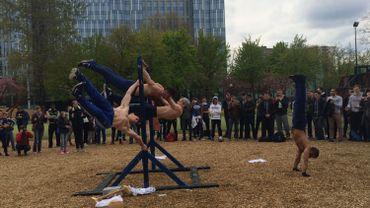 """""""Notre salle de gym, c'est la rue"""": le street work-out s'installe à Bruxelles"""