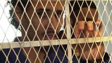 Le Yéménite Fahd al-Quso, un chef d'Al-Qaïda, derrière les barreaux lors d'un procès à Sanaa, le 1er septembre 2011
