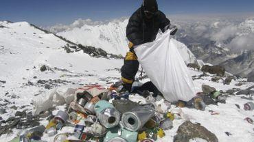 Des microplastiques découverts à proximité du sommet de l'Everest