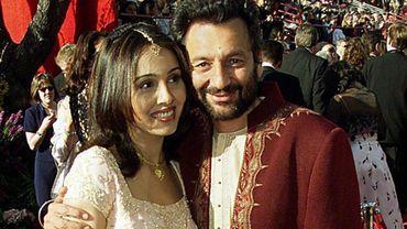 Le réalisateur indien Shekhar Kapur (à droite) écrira le scénario de la série