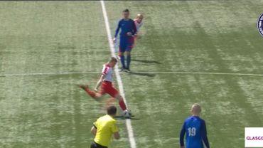 Un jeune joueur écossais marque un but dès le coup d'envoi du match