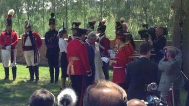 Ferme d'Hougoumont: la cérémonie a débuté en présence du Prince Charles et de Camilla