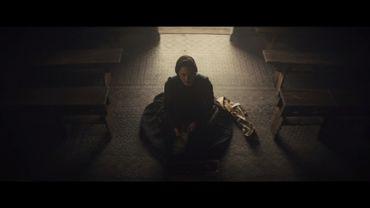 Macbeth relate l'histoire d'un chef écorché par la guerre, qui tente de reconstruire sa relation avec son épouse bien-aimée