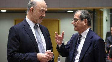 """""""Je dis à l'Italie qu'on est sur le bon chemin mais qu'il faut continuer à progresser"""", a estimé Pierre Moscovici (ici à gauche, avec le ministre italien des Finances)."""