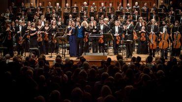 Annelies Van Parys, Sophie Karthauser, Thomas Bauer, Hugh Wolff, et le Belgian National Orchestra, sur la scène de la salle Henry Le Boeuf à Bozar