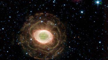A partir de 2009, Kepler a prêté attention à une étoile observable entre ces deux masses stellaires géantes. Une étoile répondant au doux nom de KIC 8462852.