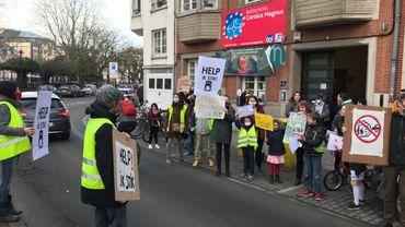 Manifestation contre la pollution aux abords des écoles à Schaerbeek en mars 2018. Nom de code de l'opération : Café Filtré
