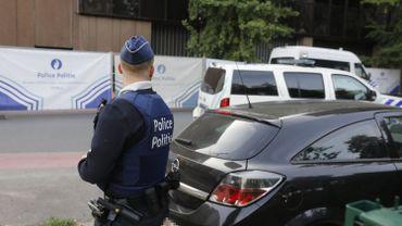 Un policier proche du Parc Maximilien, où se réunissent de nombreux migrants