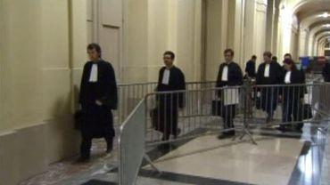 Les avocats des treize suspects sortant de l'audience
