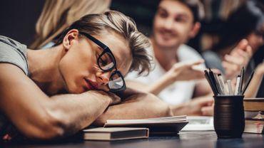 Les adolescentes se disent plus gênées que les garçons par le manque de sommeil