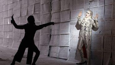 """Wilhelm Schwinghammer (à droite) en Figaro dans l'opéra """"Le Nozze di Figaro"""" de Mozart"""