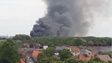 Le dégagement de fumée  du semi -remorque en feu était impressionnant.  Il se voyait à des kilomètres.