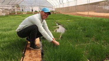 Justin Hesse dans sa ferme aquaponique près de Johannesburg.