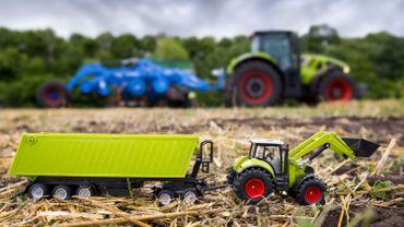 Des tracteurs des camions, des grues, des bennes, des voitures aussi à la foire d'Hérinnes