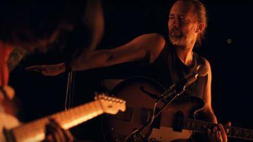 1 voix, 2 guitares et 1 boite à rythmes dans un beau clip minimaliste de Radiohead