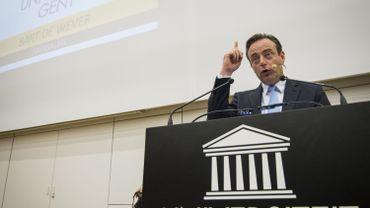 Bart De Wever à l'université de Gand: l'Europe, Angela Merkel, les pays du Golfe, Schengen et les média. Tout y est passé.