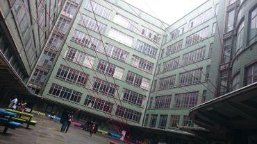 """Les fameux """"fils rouges"""" du Forum ont investi la Haute école Hazinelle de Liège"""