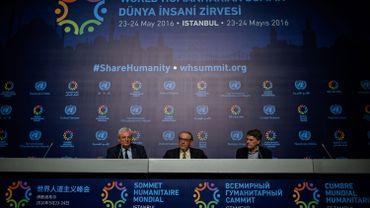 Ce dimanche 22 mai, le vice-secrétaire général de l'ONU Jan Eliasson, le sous-secrétaire général de l'ONU pour les Affaires humanitaires Stephen O'Brien et le porte-parole du sommet Herve Verhoosel donnaient une conférence de presse à Istanbul.