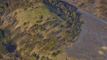 Le daim aurait trouvé refuge depuis quelque temps sur le terril des Viviers à Gilly dont voici une vue aérienne
