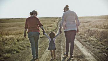 Faut-il toujours célébrer la fête des mères et la fête des pères ?