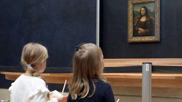 """Une nouvelle couleur """"bleu nuit"""" pour mettre en valeur Mona Lisa"""