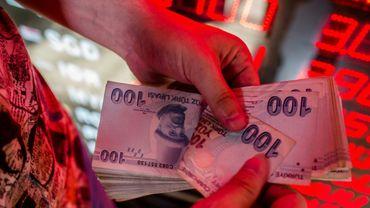 La livre turque chute de 7% face au dollar, sur fond de crise diplomatique entre la Turquie et les Etats-Unis