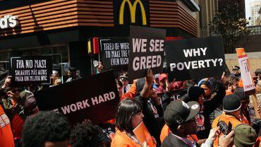 Les employés de fast-food manifestent pour leurs salaires
