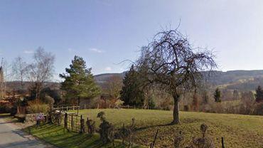 Les six éoliennes doivent s'implante sur la ligne de crête de cette colline, sur le territoire de la commune de Trois-Ponts